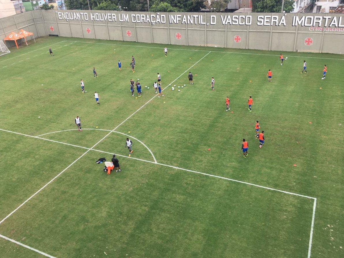VASCO 119 ANOS: A construção do Campo Anexo de São Januário, ampliando o patrimônio do clube. https://t.co/J7YZXFyTEV