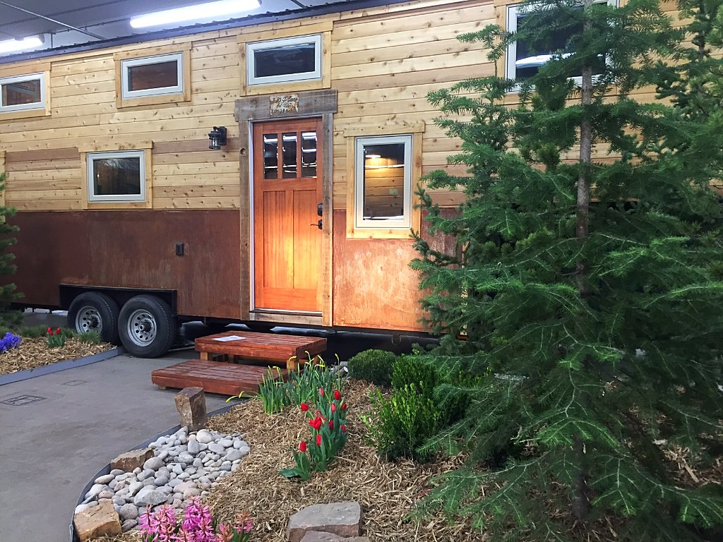 #ThrowbackThursday To This Beautiful #TinyHome On Wheels At The 2017 Denver  Home Show.pic.twitter.com/cESwqj3p3H