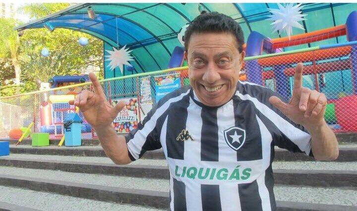 Descanse em paz! Nos deixou hoje o humorista Paulo Silvino, alvinegro de coração. O Botafogo e sua torcida prestam solidariedade à família🙏🏻