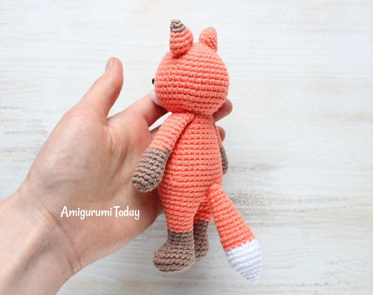 Cuddle Me Raccoon amigurumi pattern - Amigurumi Today | 951x1200