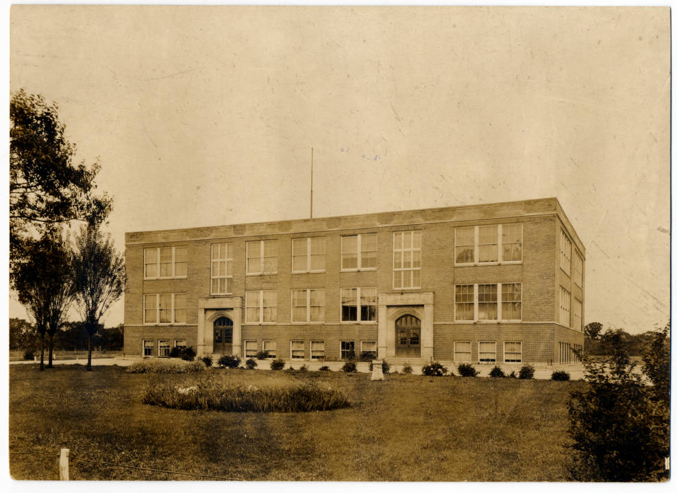 """#TBT: the 2nd school built in Dublin, known today as the """"1919 Building"""" based on the year it was built @DublinSchools #thedublindifference https://t.co/DCZn5R4t82"""