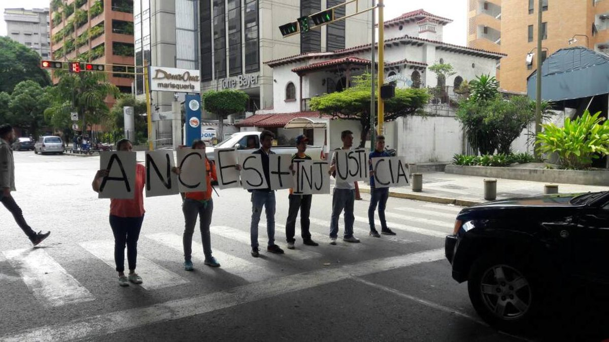 Students are protesting against the ANC in Plaza Venezuela