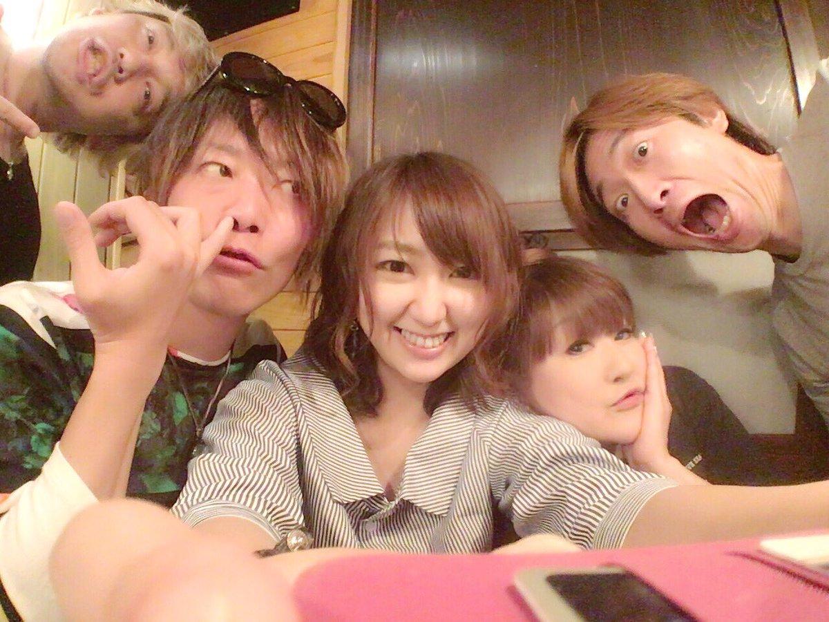 誕生日パーティなう!(*≧∀≦*) pic.twitter.com/fbfDDr5ySg