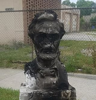 Meanwhile, in Chicago, President Lincoln statue torched, defiled *He freed the slaves