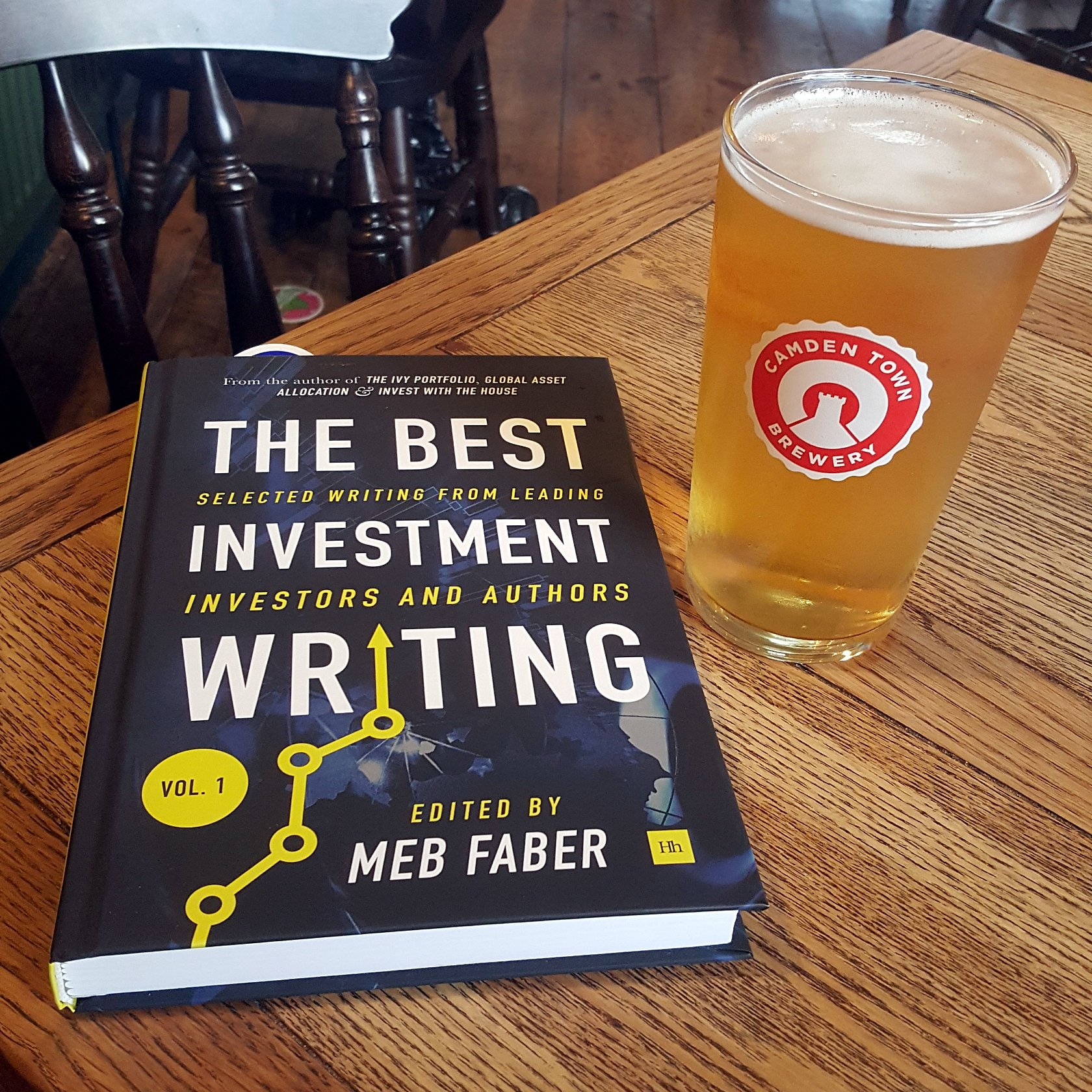 Back from my holiday. Picked the book up whilst in the US. Beer all London 🍺. @MebFaber & his friends👌 https://t.co/jFfLwrgsm7