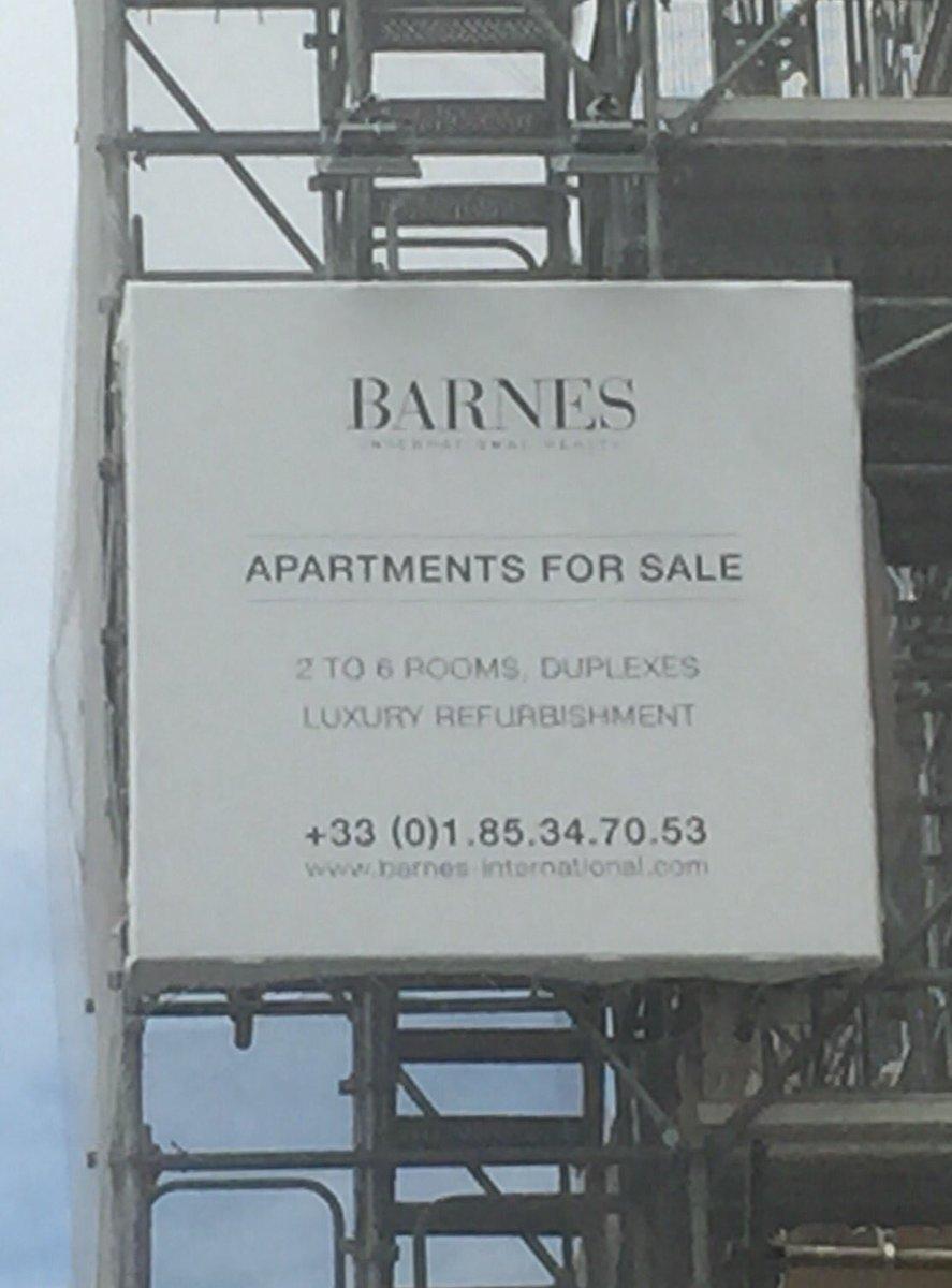 A Paris-centre, l'immobilier n'est plus destiné aux Parisiens. Les promoteurs ne s'embêtent même plus à mettre les annonces en français.