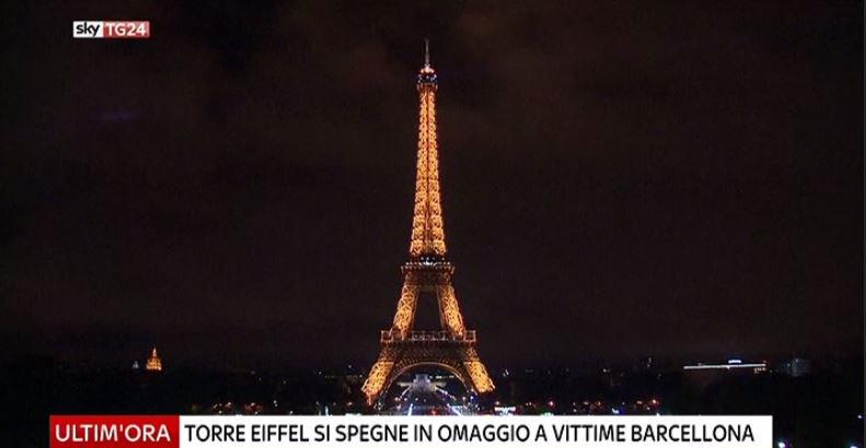 #UltimOra Parigi, torre Eiffel si spegne in omaggio alle vittime di #Barcellona #Canale50 https://t.co/0kxapzNrby