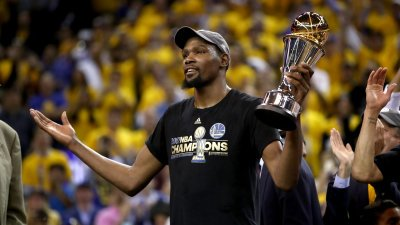 Kevin Durant says he'll skip Warriors' White House visit to protest Trump. https://t.co/FK5Fakthvf