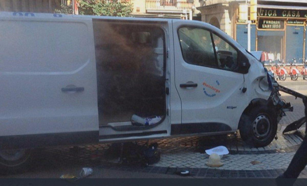 Barcellona, da Nizza in poi i veicoli usati come armi → https://t.co/W...