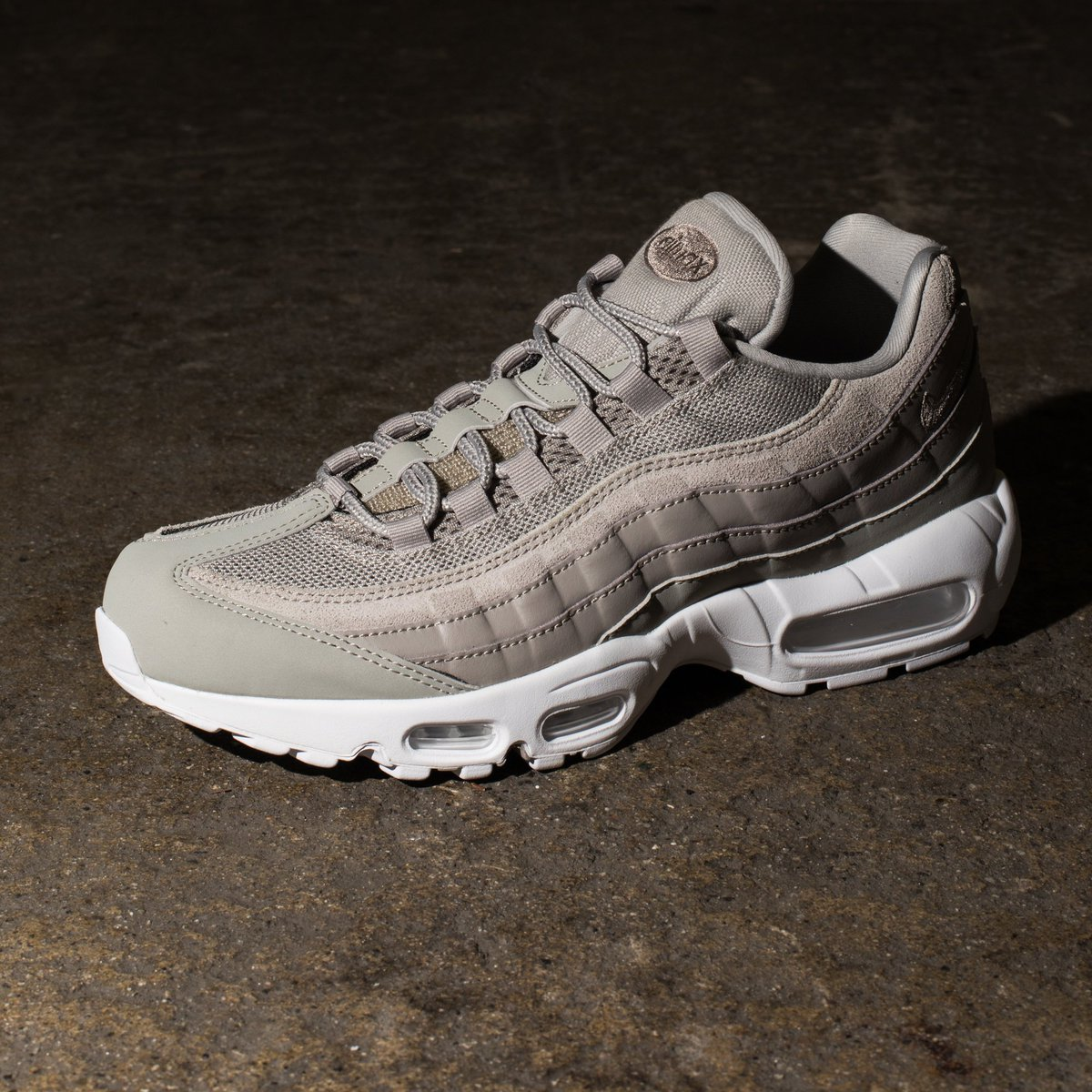 nike air max 95 undefeated