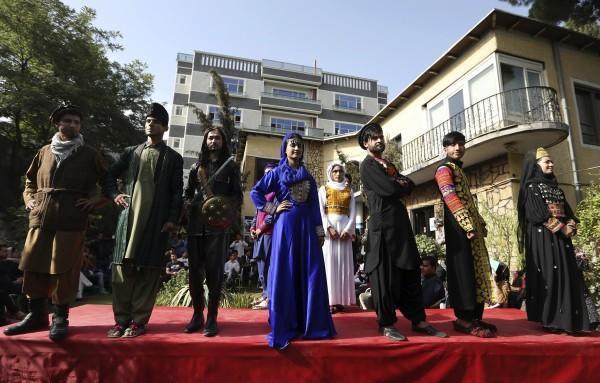eNCA   #Kabul catwalk: #Afghan models show off traditional clothing https://t.co/zlblrfx4JM
