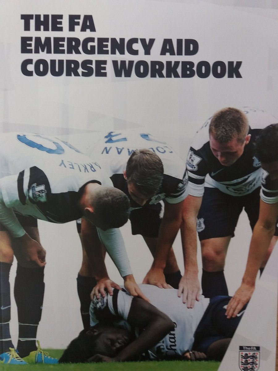 Delivered the new level 1 FA first aid course tonight for @EastRidingFA fantastic group of coaches keen to learn #SCA #firstaid #concussion<br>http://pic.twitter.com/jf54YEtfLM
