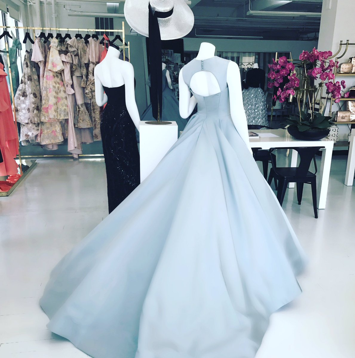 Mint and fresh! #resort2018 on display in the showroom today! #happythursday <br>http://pic.twitter.com/my8yoUyIv3