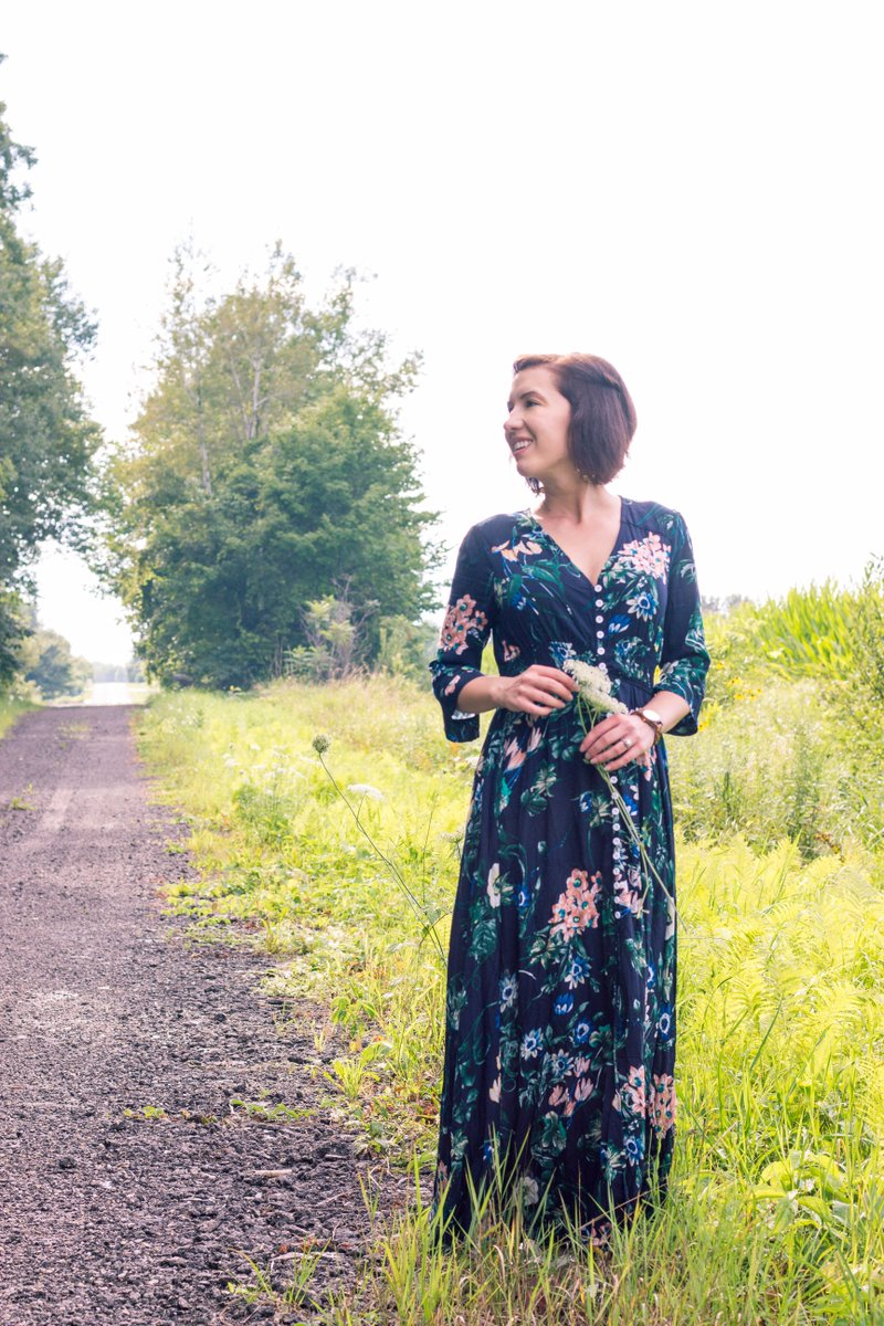 The perfect #dress to pick wildflowers in &amp; it&#39;s only $30! Check out the full #outfit post, here:  https:// buff.ly/2x17s2Z  &nbsp;   @FemaleBloggerRT<br>http://pic.twitter.com/56pbIExtvD