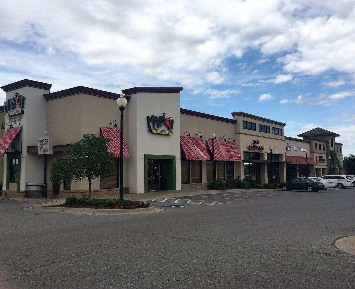 Space For Lease Moore Town Ctr, 937 SW 25 St, Riverwalk Commercial Park. Easy I-35 access.  http://www. bakerfirst.com/properties  &nbsp;   #cre #okc #moore #retail<br>http://pic.twitter.com/06mUYNbO16