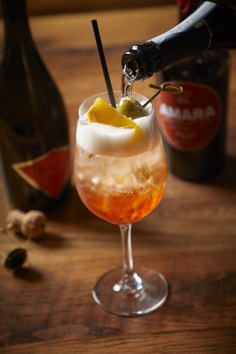 It's the perfect day for an @Aperol_Spritz! Our #BarRoma #Spritz is made with Arancia Rosso #Amaro, @AperolUSA and Terre Gaie #Proseccopic.twitter.com/rXroJq9Z4r