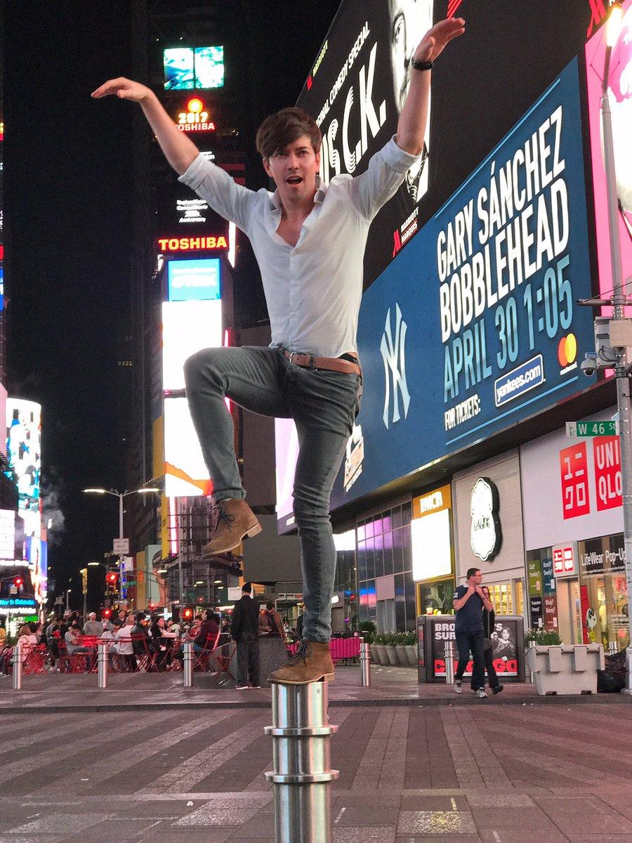 #QuieroGritarleATodosQue el viaje pasado a NYC me porté mal ☺️ https:/...