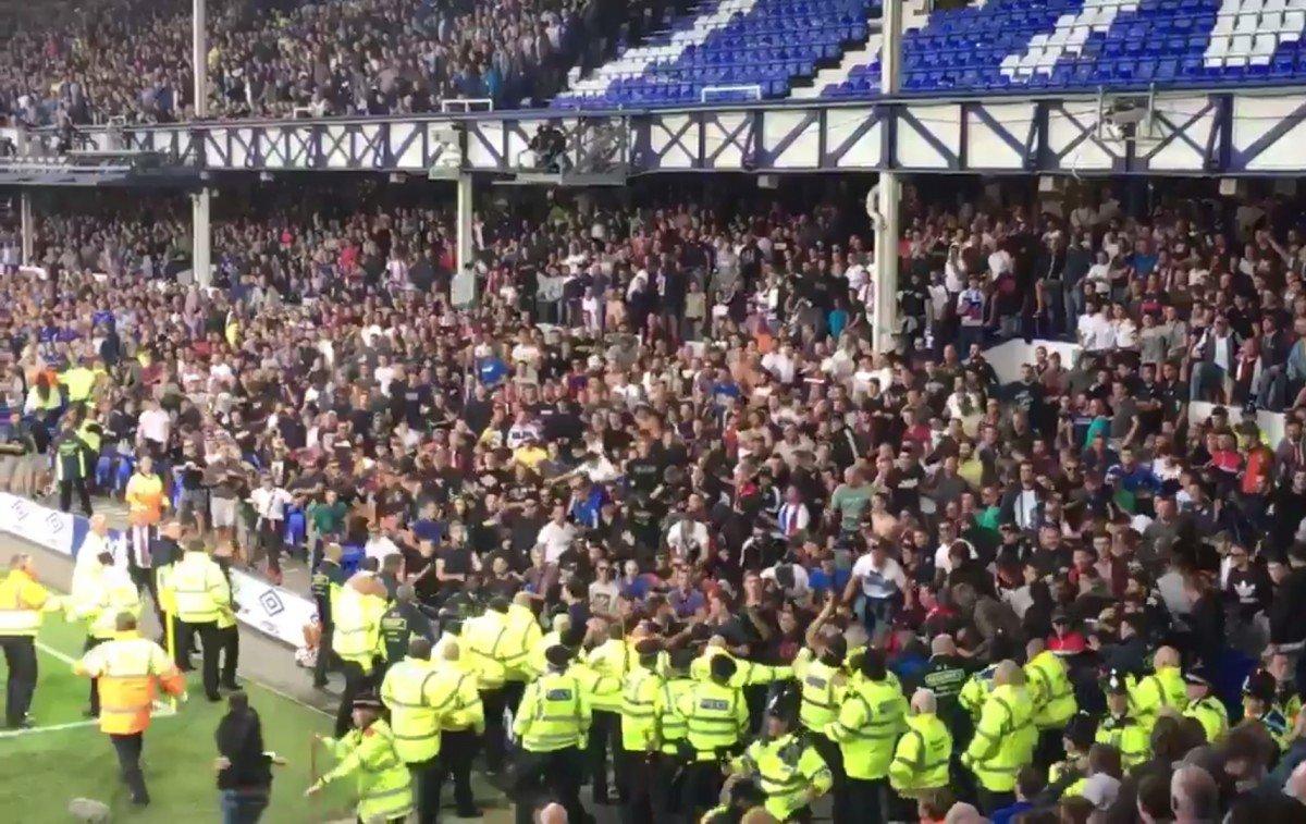 Everton-Hajduk Spalato sospesa per disordini, scontri fra tifosi ospiti e steward - https://t.co/foQ5y7tA8v #blogsicilianotizie #todaysport