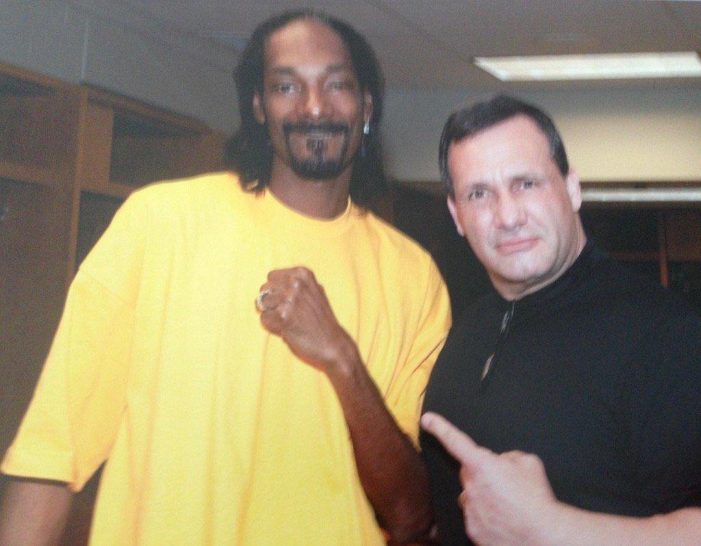 #Brooklyn @MegaRan @TRONandDVD @ourwickedlady @SnoopDogg it&#39;s great to have a #LEGENDARY coach !! Friend #WWE #ICON<br>http://pic.twitter.com/qSTeZmtdzP