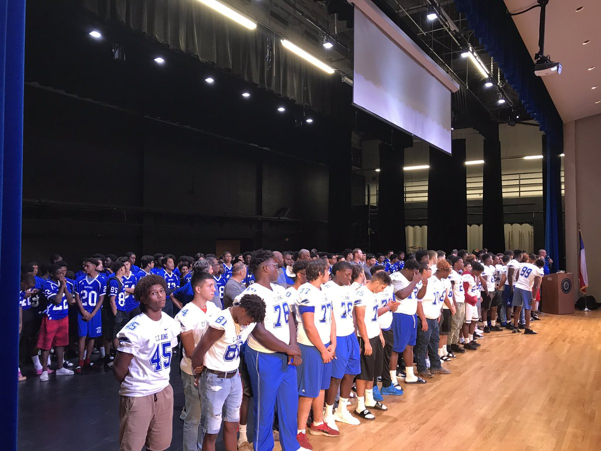 The entire team there for Meet The Panthers tonight. Great things are happening here. #WAO #B.O. <br>http://pic.twitter.com/VKJrJ2jDHF