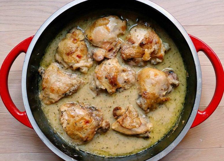 One of my FAV chicken dishes is a garlic chicken...YUM #schoolurchicke...