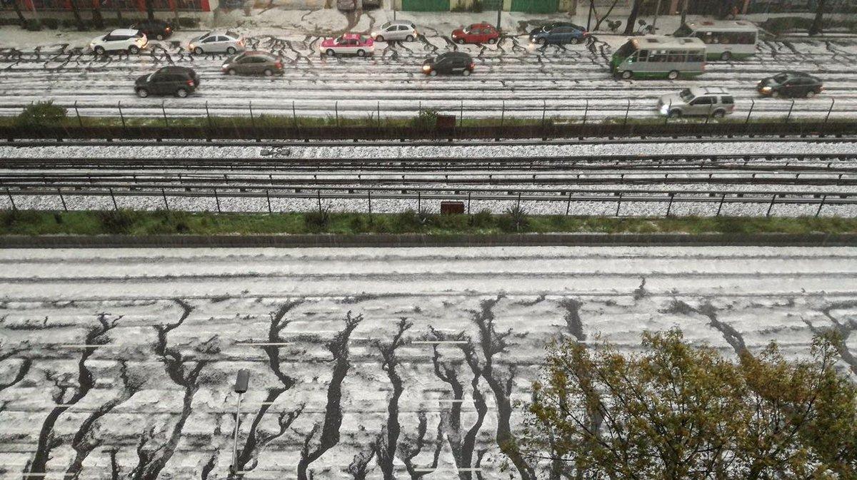 #Granizo blanquea varias delegaciones de la Ciudad de México. https://...
