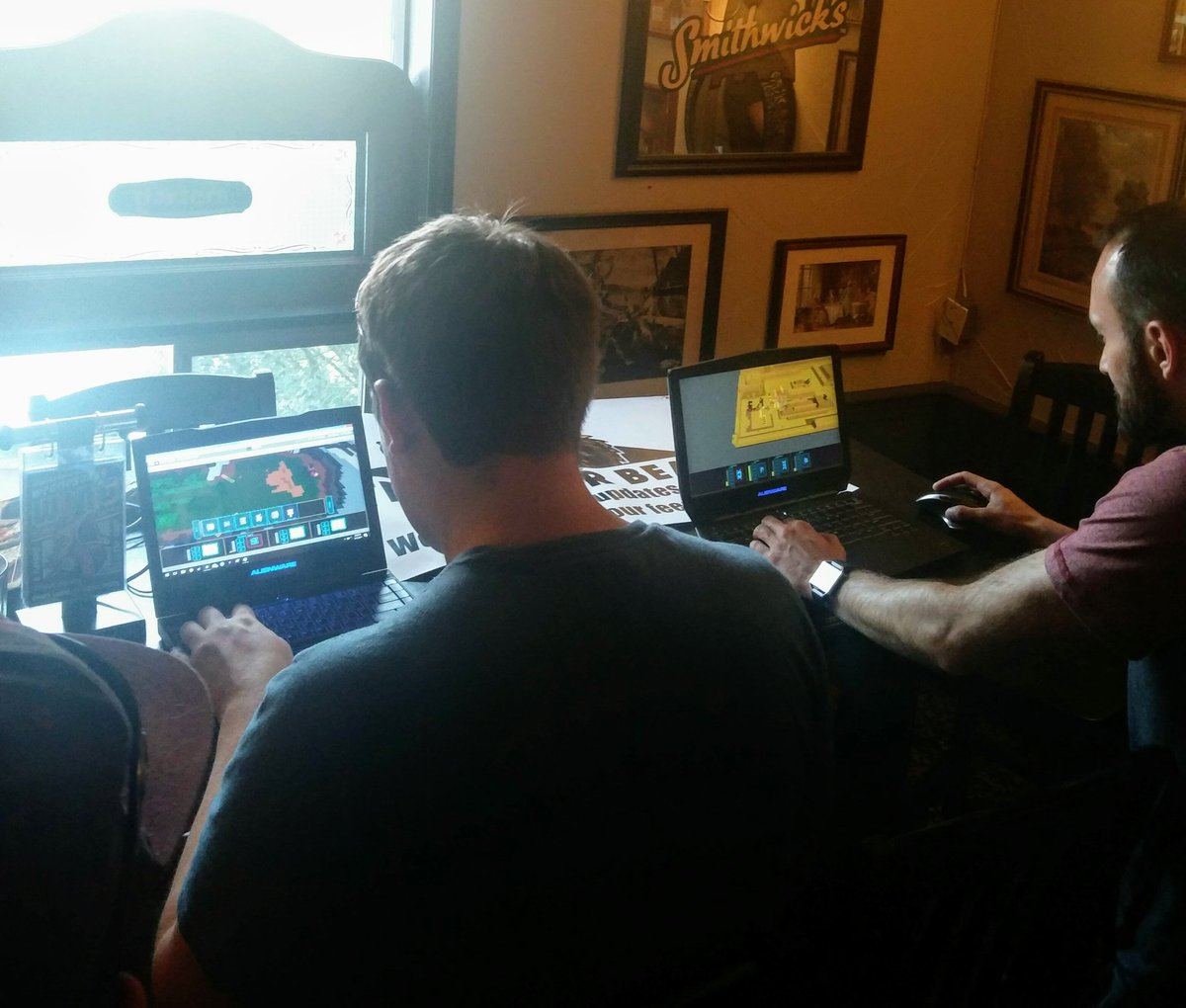 Doing a game demo with @calgarygamedevs. #yyc #indiegame #voxel #indiedev<br>http://pic.twitter.com/WLuzw5Mm2O