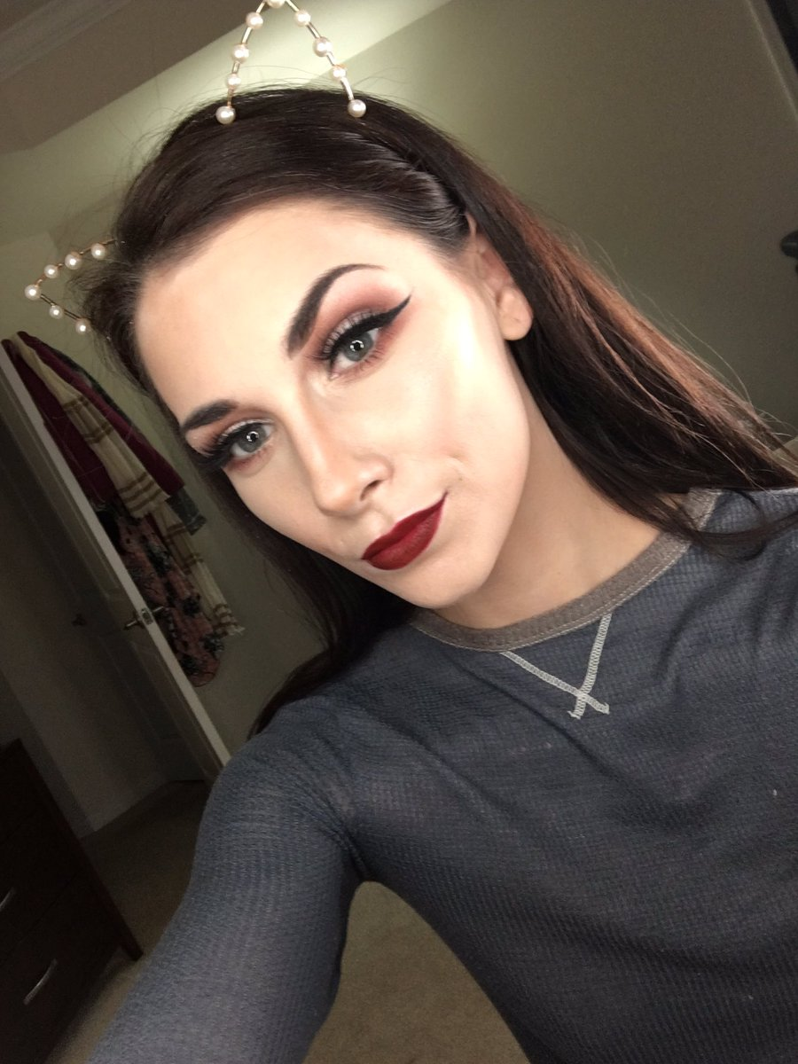 #throwback to when I just started on FB and had like 3 followers digging this fall glam look tho  @NARSissist<br>http://pic.twitter.com/h9N8FJG16n