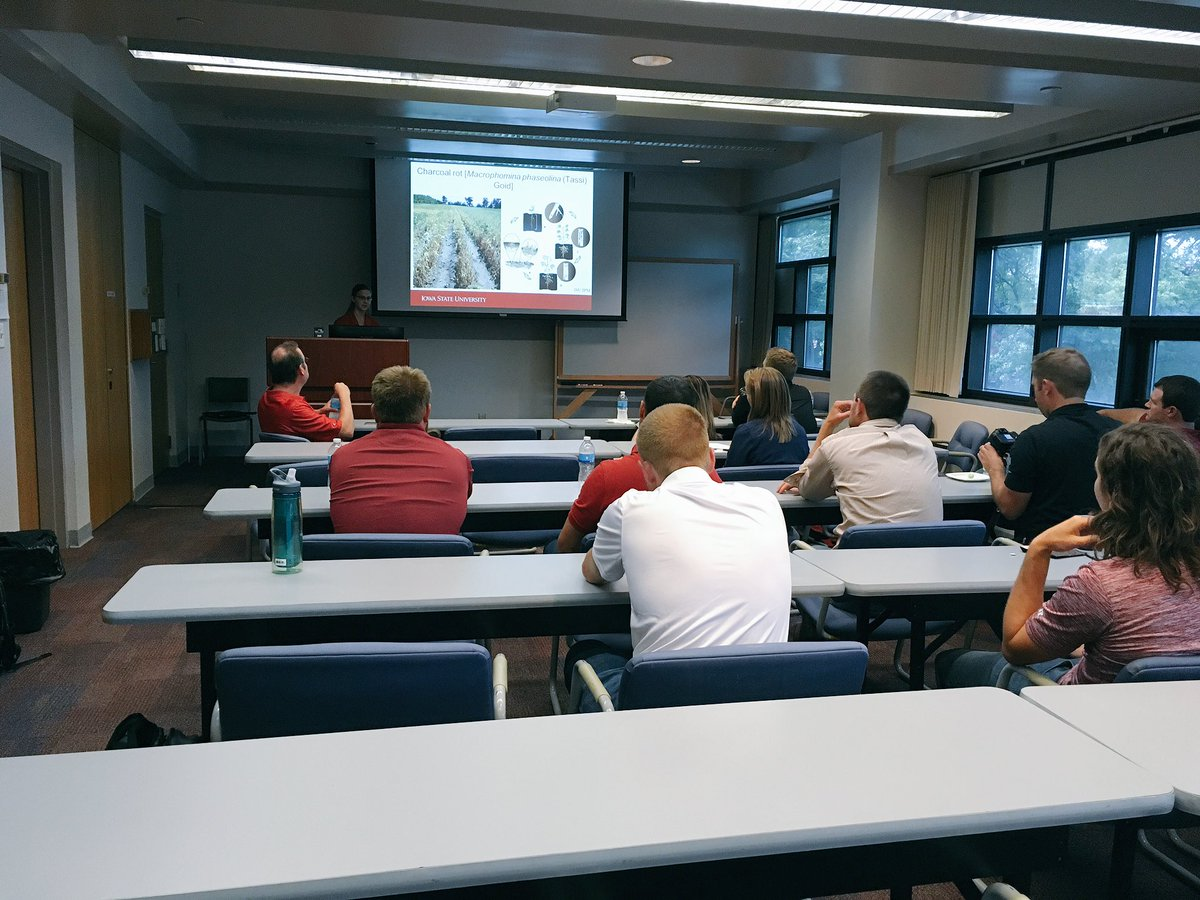 Enjoy the day interacting with students #machinelearning #breeding #engineering #agronomy. The next generation to drive Agriculture! #ISU<br>http://pic.twitter.com/pDlp5FWMeW