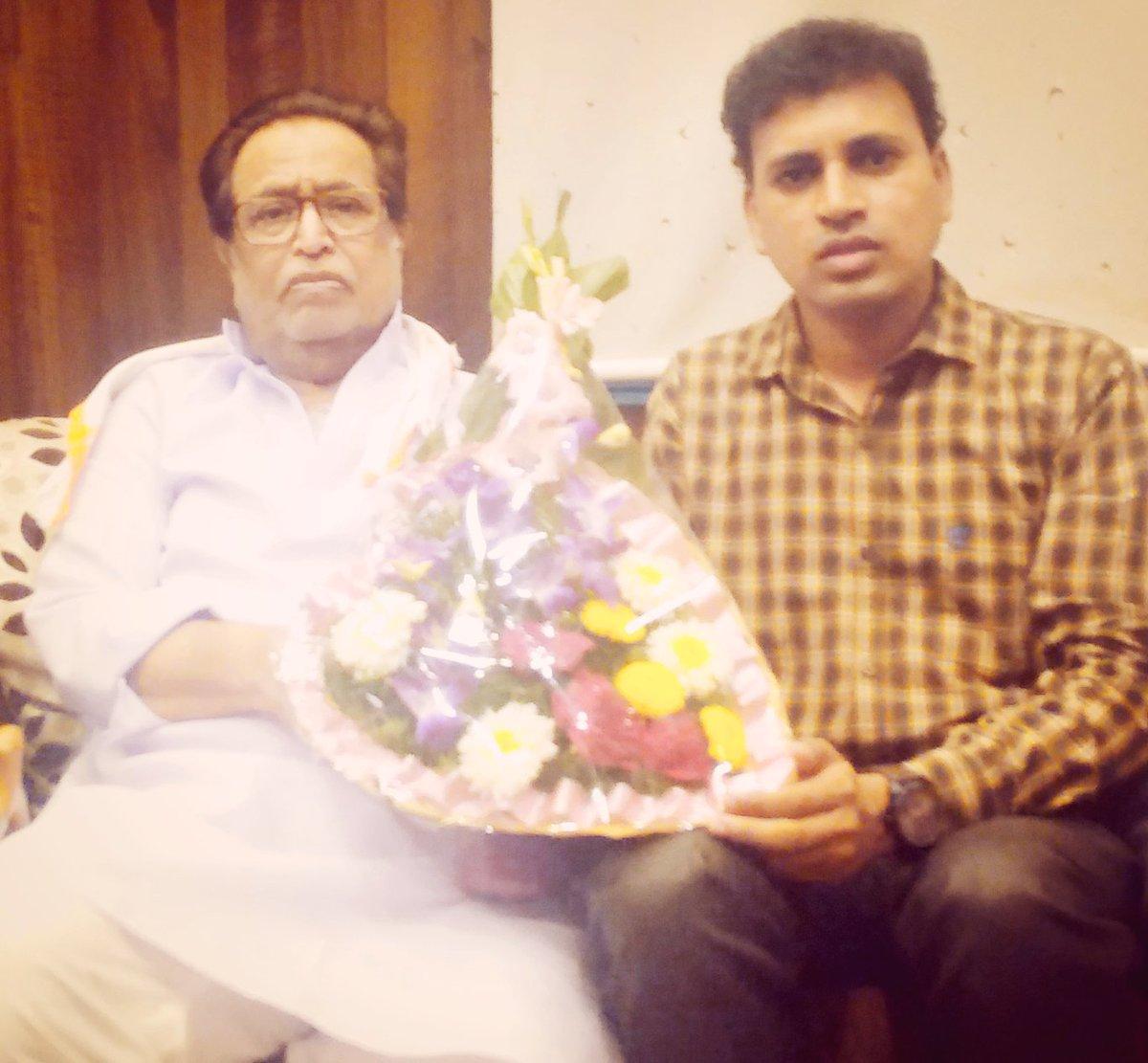With Living Legend Pndt. @hdmangeshkar  Ji  Feel so lucky to get an opportunity to meet him &amp; seek his blessings  #LataMangeshkar #Music <br>http://pic.twitter.com/PBkKtCAeFE