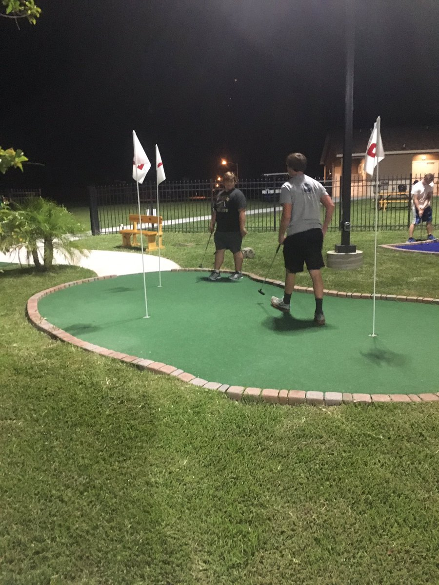 Great night of fun and competition at Longview Greens Miniature Golfing! #family #compete<br>http://pic.twitter.com/DL4SndGUf9