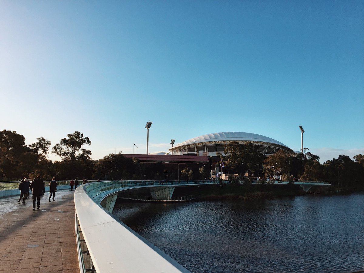 Welcome to Adelaide Oval 👋 #AFLCrowsSwans https://t.co/wfuHoQiBrj