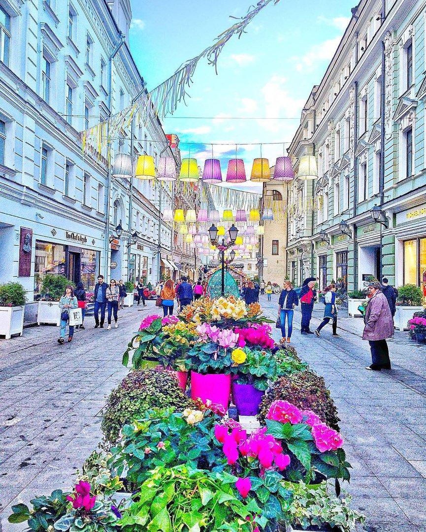 запросу красивые улицы в центре москвы для фотосессий подтверждают окружении романа