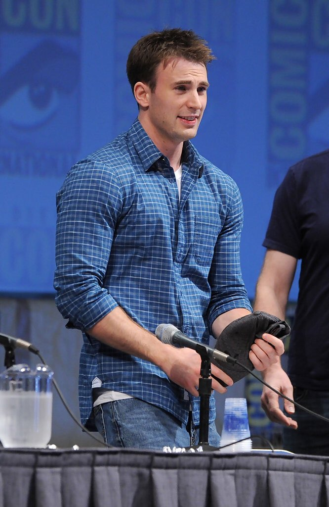 #Throwback Chris Evans at the Marvel Studios Panel at SDCC 2010. Credits to:  http:// chris-evans.net  &nbsp;   View more here:  https:// instagram.com/p/BX7PVp5FhVG/  &nbsp;  <br>http://pic.twitter.com/Ml6dF5XIFF