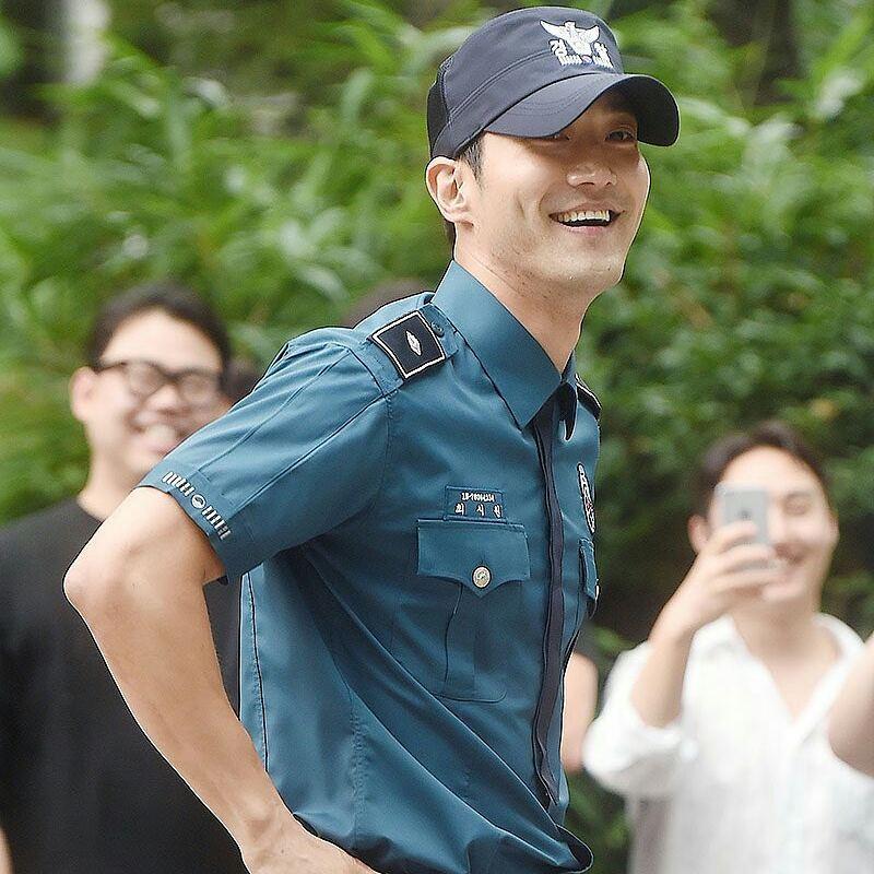 #WelcomeBackSiwon por fin !!! #Siwon feliz 💙 https://t.co/KIdpCBizdv