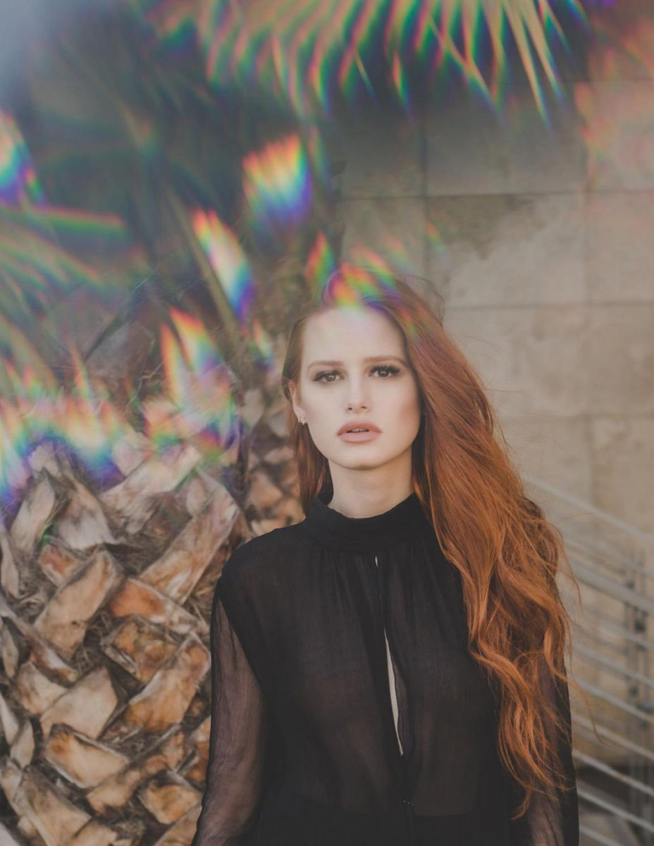 @madelainepetsch Happy Birthday Queen 👑🎊🎉 love from Chile 💓 https://t....