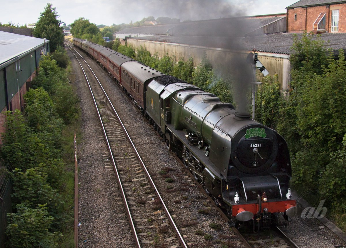 A special visitor at #Worcester Shrub Hill yesterday. LMS Princess Coronation Class 46233 Duchess of Sutherland #locomotive #railway<br>http://pic.twitter.com/rIPyTTDZL7
