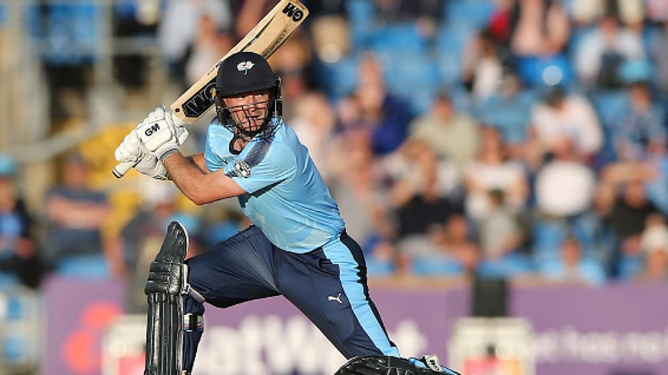 .@lythy09 smashes record as Yorkshire beat Nortthants in @NatWestT20Bl...