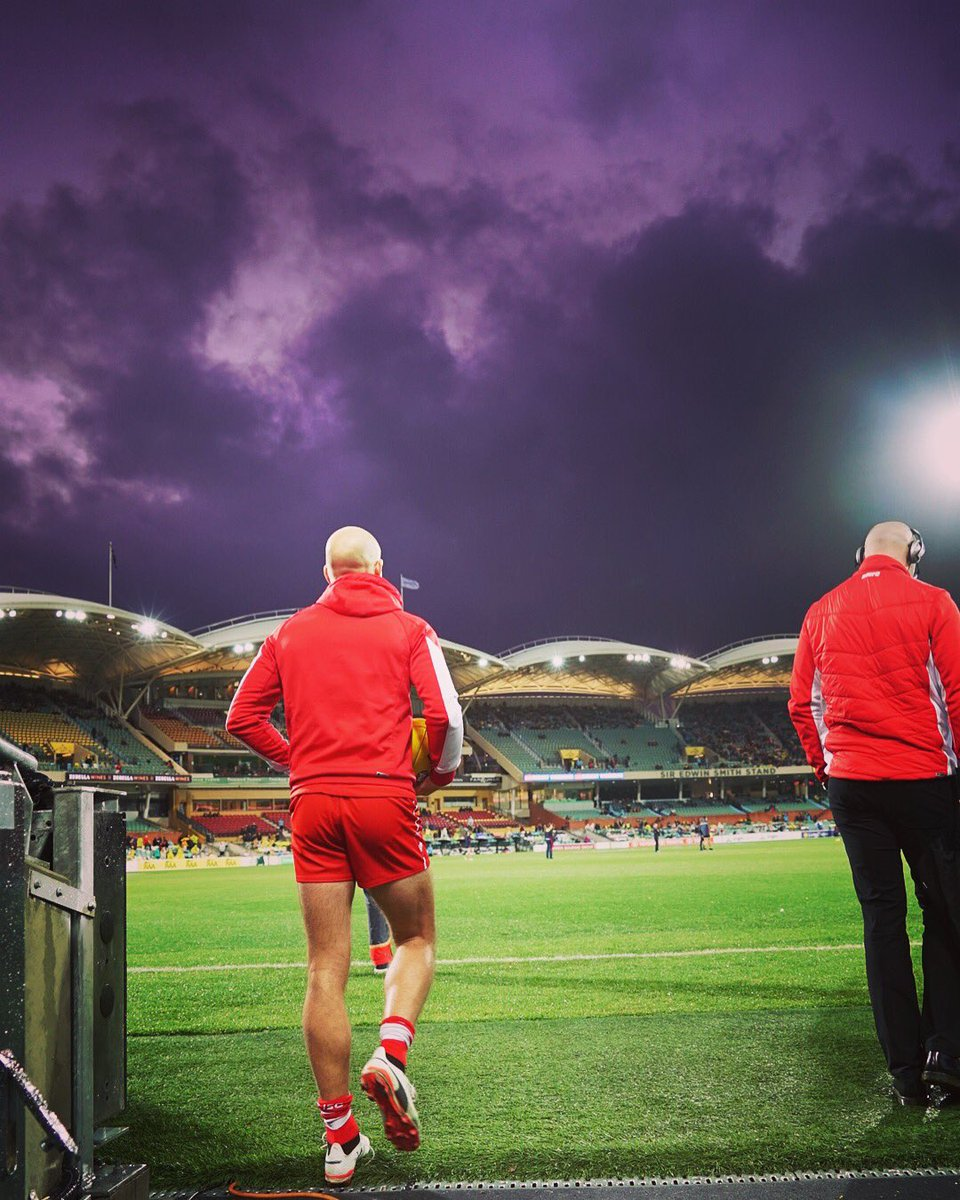 That sky though... 😮 #goswans #AFLCrowsSwans https://t.co/gGLXTaqPyZ
