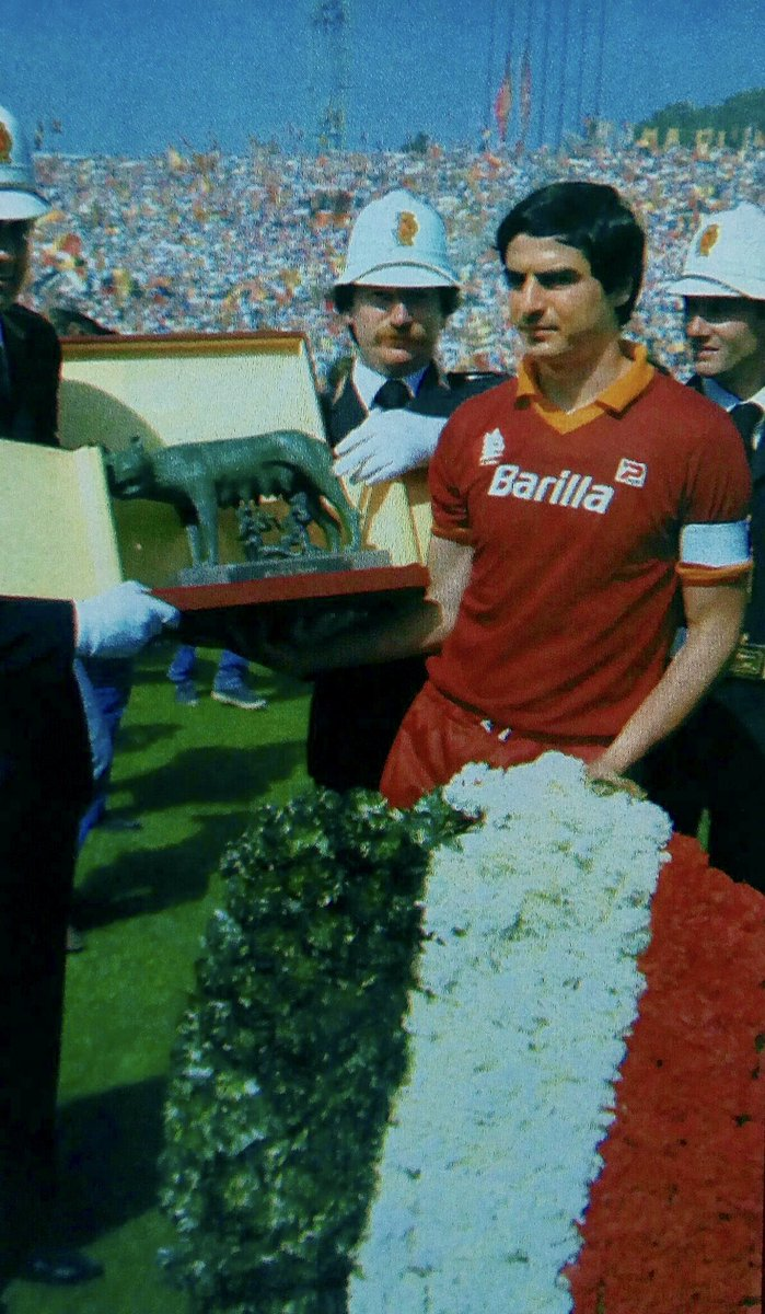 #AgostinoDiBartolomei captain of #ASRoma Champions of #Italy 1982/83    #scudetto #DiBartolomei #Roma <br>http://pic.twitter.com/Giwnswzmby
