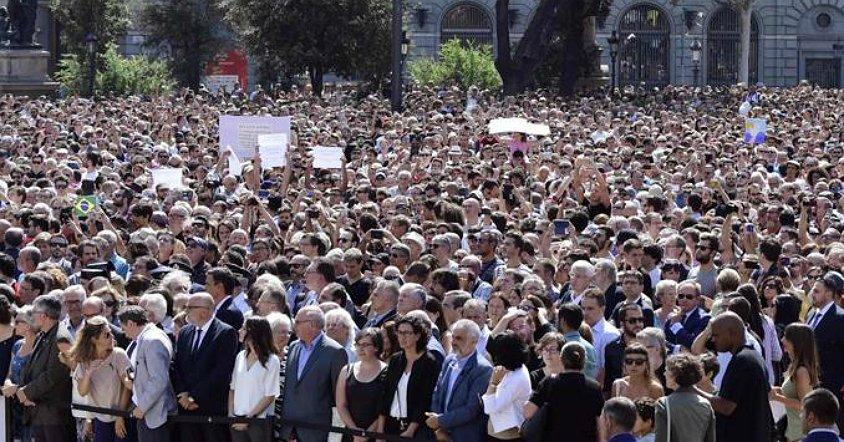 Minuto de silencio contra el terror: #NoTincPor https://t.co/To11SeVq6...