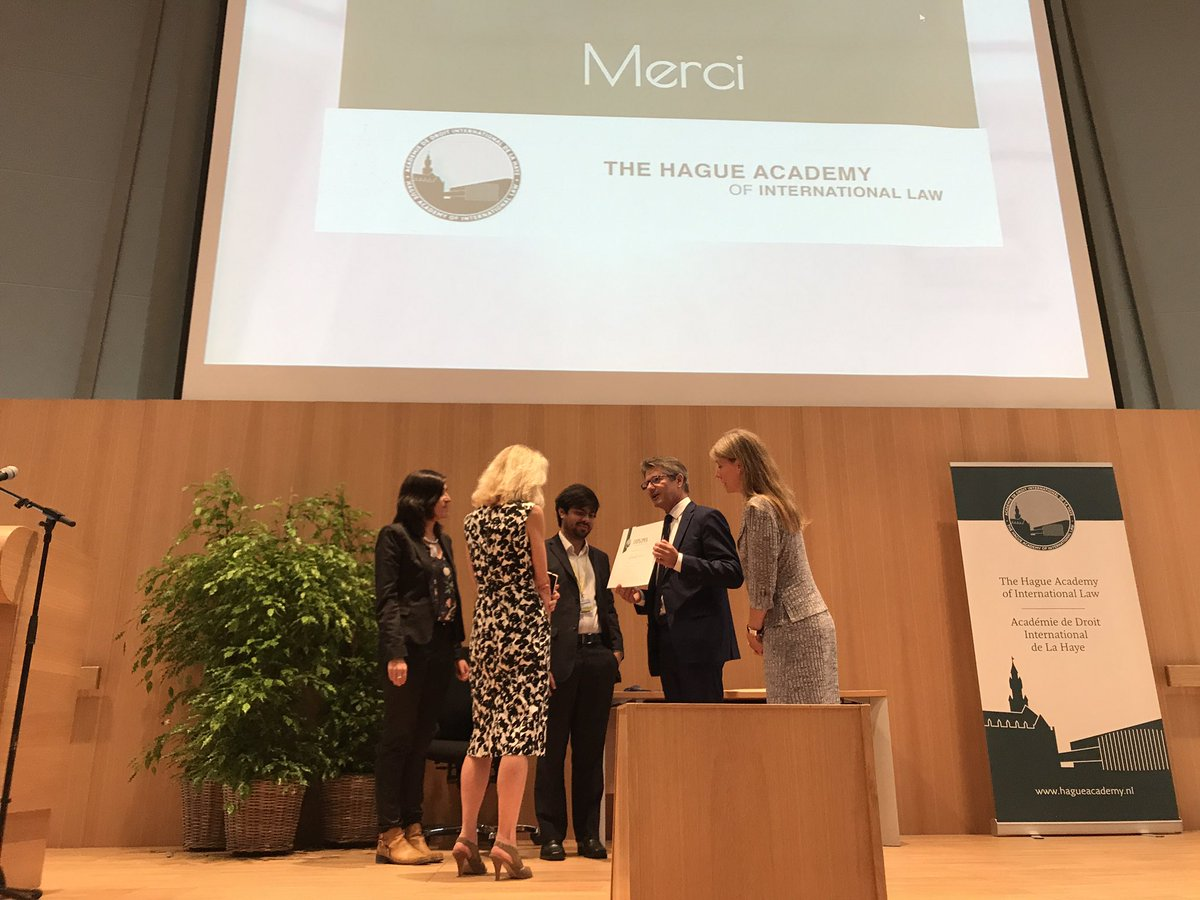 Professor Thouvenin awards #diploma &amp; gives closing #lecture at the end of the summer courses #international #law @HagueAcademy @PeacePalace<br>http://pic.twitter.com/t6KPkC2jBl