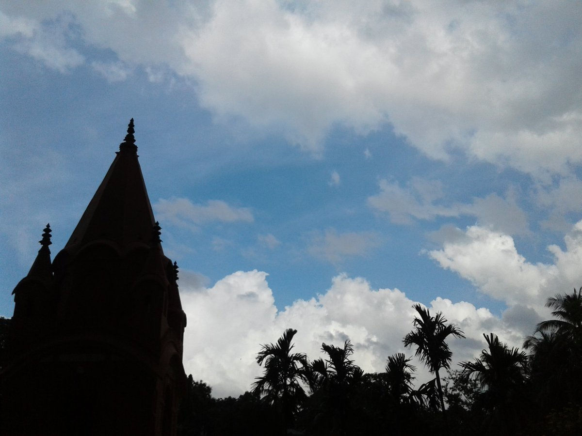 From the sky in front of #JagannathHall   #Sky #JNH #DU <br>http://pic.twitter.com/5Upc5AIFXy