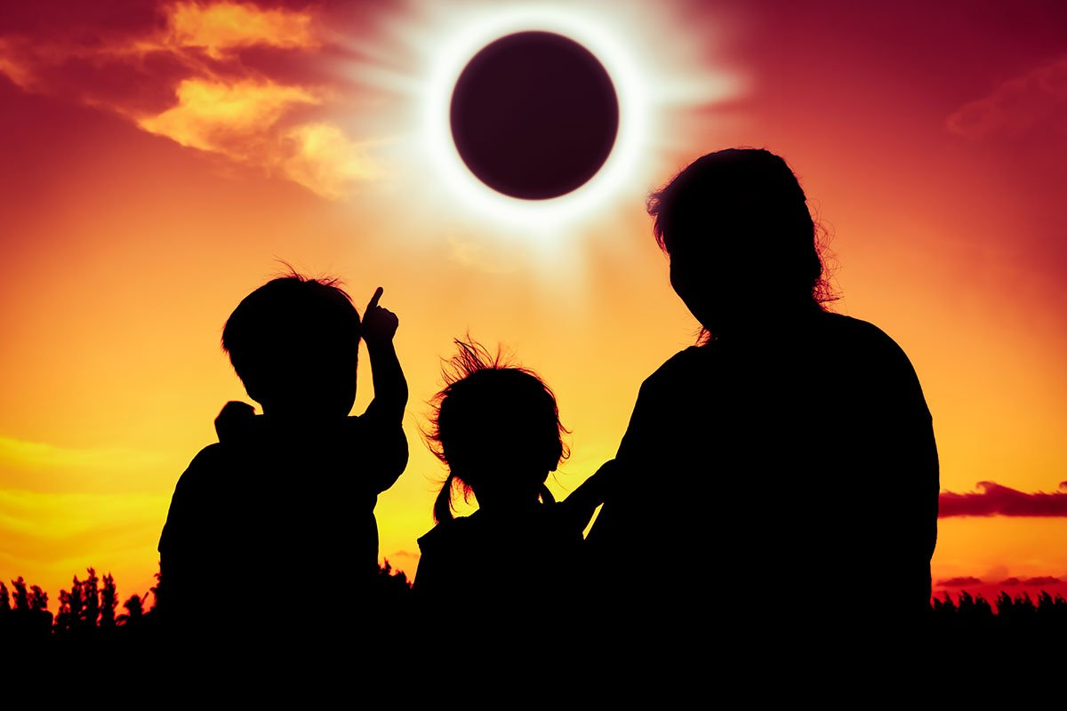 RT @Sentinel2NO #FridayThought maybe Mondays  #Eclipse  will be a Reset for Humanity  #Peace <br>http://pic.twitter.com/MtWzPetPMw