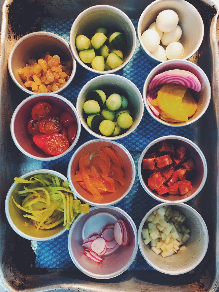 An array of colours from the kitchen this morning!  #fresh #produce <br>http://pic.twitter.com/dmNXvCa0jM &ndash; bij Marlborough Tavern