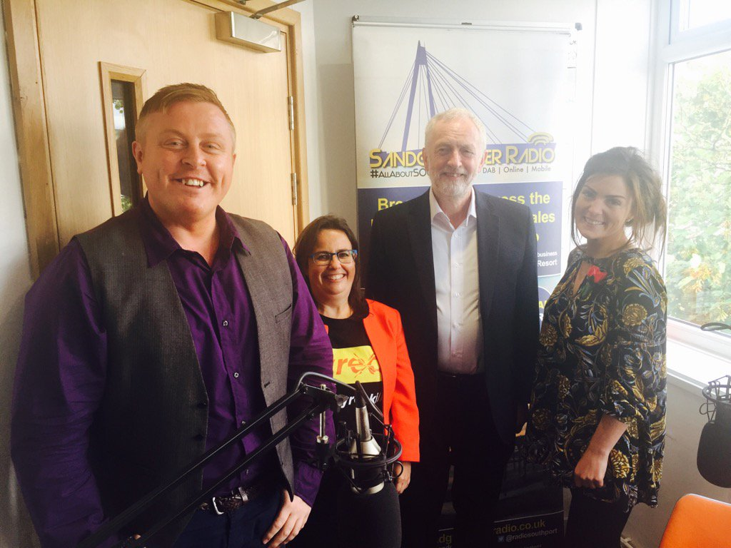 NELLA: Thanks to @jeremycorbyn for visiting us this evening. Next stop, #Southport beach @Visiter @katelallyx<br>http://pic.twitter.com/Sa3594xyOo