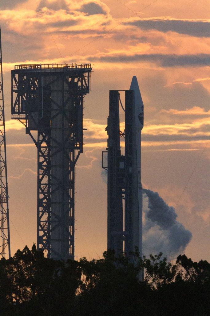 imagem pra pensar na vida: Atlas V Rocket and TDRS-M via NASA https://t.co/1mLgDWEv1o