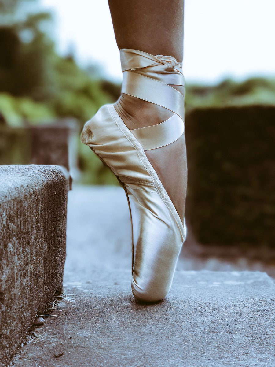 Love my new @BLOCHEurope Amelie pointe shoes. Thanks to @StageDancewear for fitting them they are perfect  #dancer #ballet #pointe<br>http://pic.twitter.com/nUwGDh0SMo