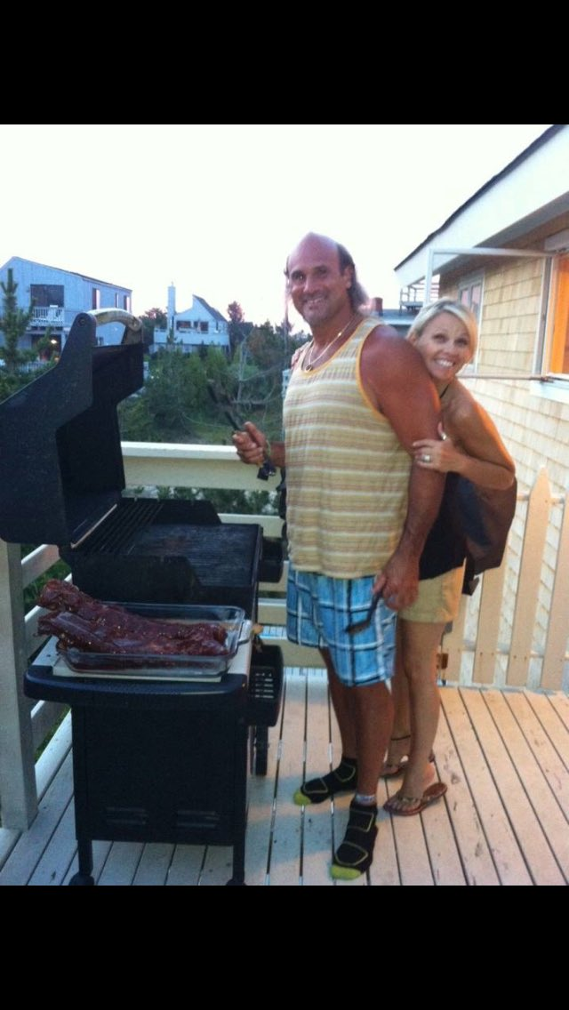 My mom always said I was &quot;a day late and a dollar short!&quot; Here&#39;s a late #tbt with my @petenajarian on our anniversary 4 yrs ago #hamptons<br>http://pic.twitter.com/dKZsCaGmOn