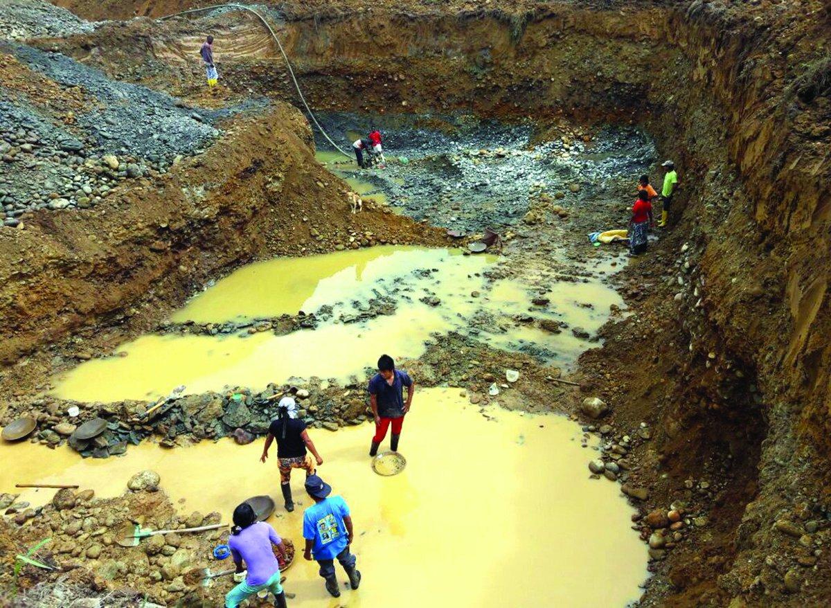 #Mining threatens 80,000 Afro Ecuadorians in 89 communities (Spanish)  https:// lahora.com.ec/esmeraldas/not icia/1102093107/mineria-acaba-lentamente-con-89-comunidades-afro &nbsp; …  #Ecuador <br>http://pic.twitter.com/aZmRNnL8y0